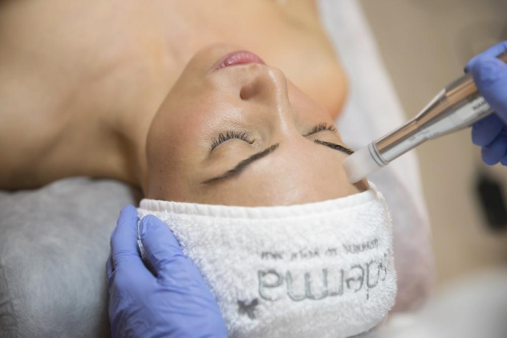 Indukcja kolagenu (CIT) w biorewitalizacji skóry