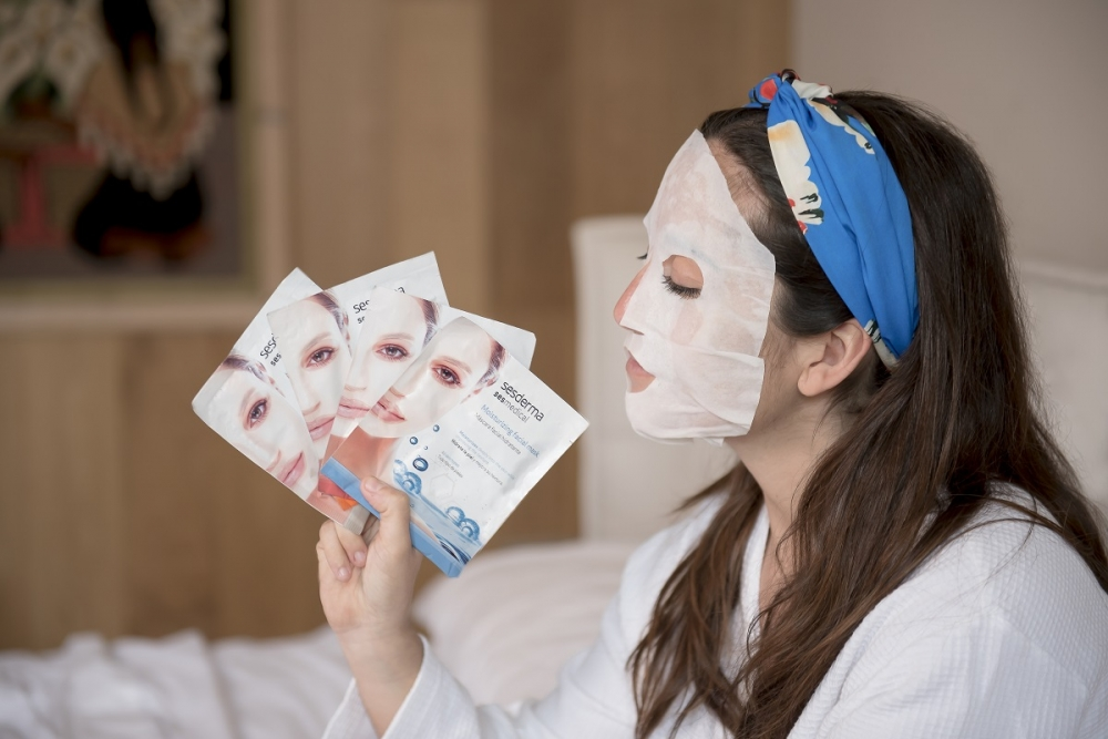 Nałóż maskę na twarz!